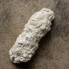 Symbiosis, porcelain, 24 x 9 x 7,5 cm, 2020 ©Fondation Bruckner