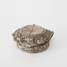 Yugen Stonewares, type No.2 – 2016/ Grès, porcelaine, émail  H 7,5 x L 16,2 x P 16,2 cm/ ©Baptiste Coulon